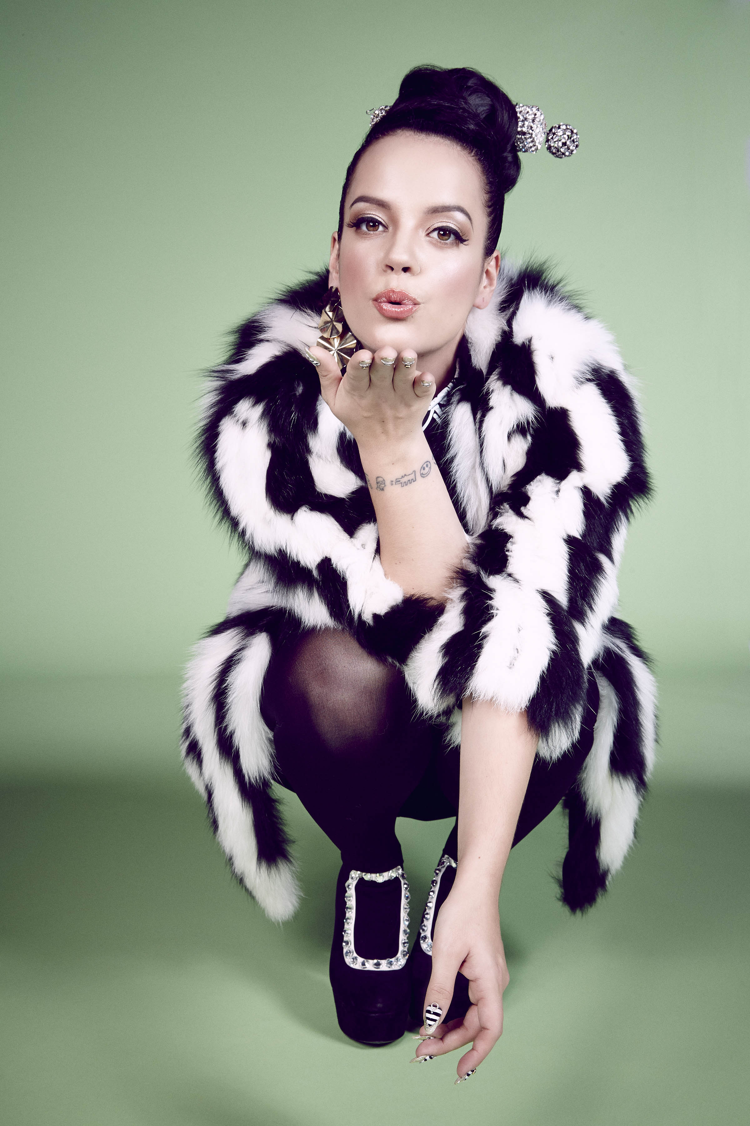 Lily Allen Speaks Out About Her 7 Year Ordeal With A Stalker Lily Allen 2013 11 21 001