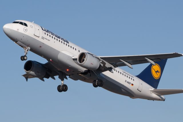 Drone Allegedly Collides With Passenger Jet In London Lufthansa Airbus A320 211 D AIQT 01 640x426