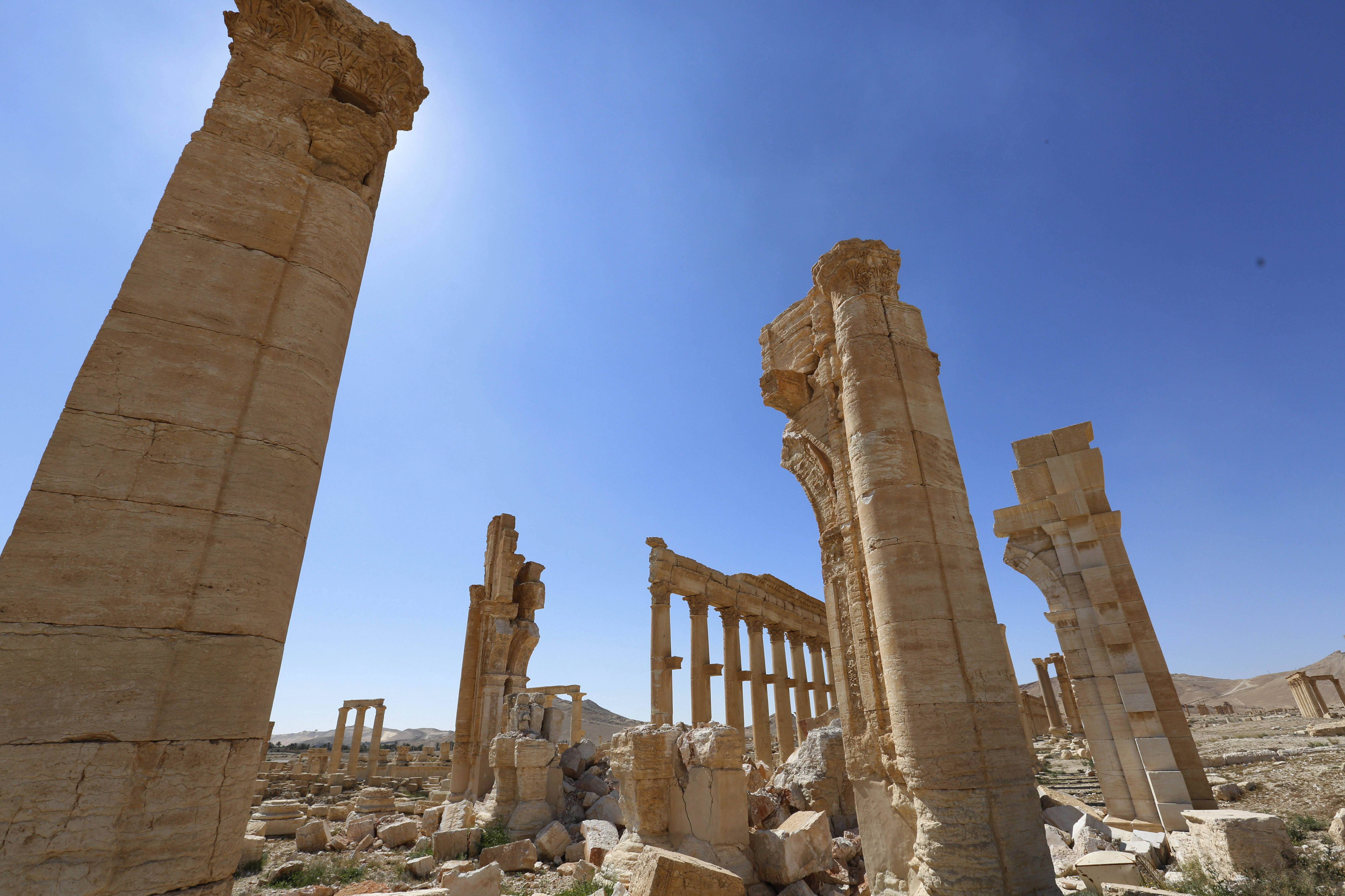 Mideast Syria Clearing Palmyra
