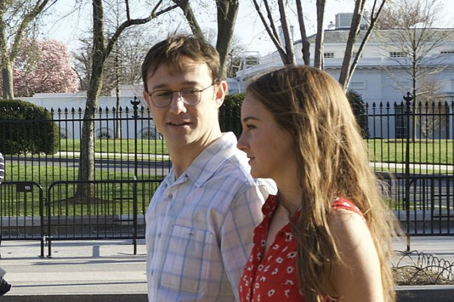 Tense Trailer For Long Awaited Snowden Biopic Arrives Snowden preview 640x426