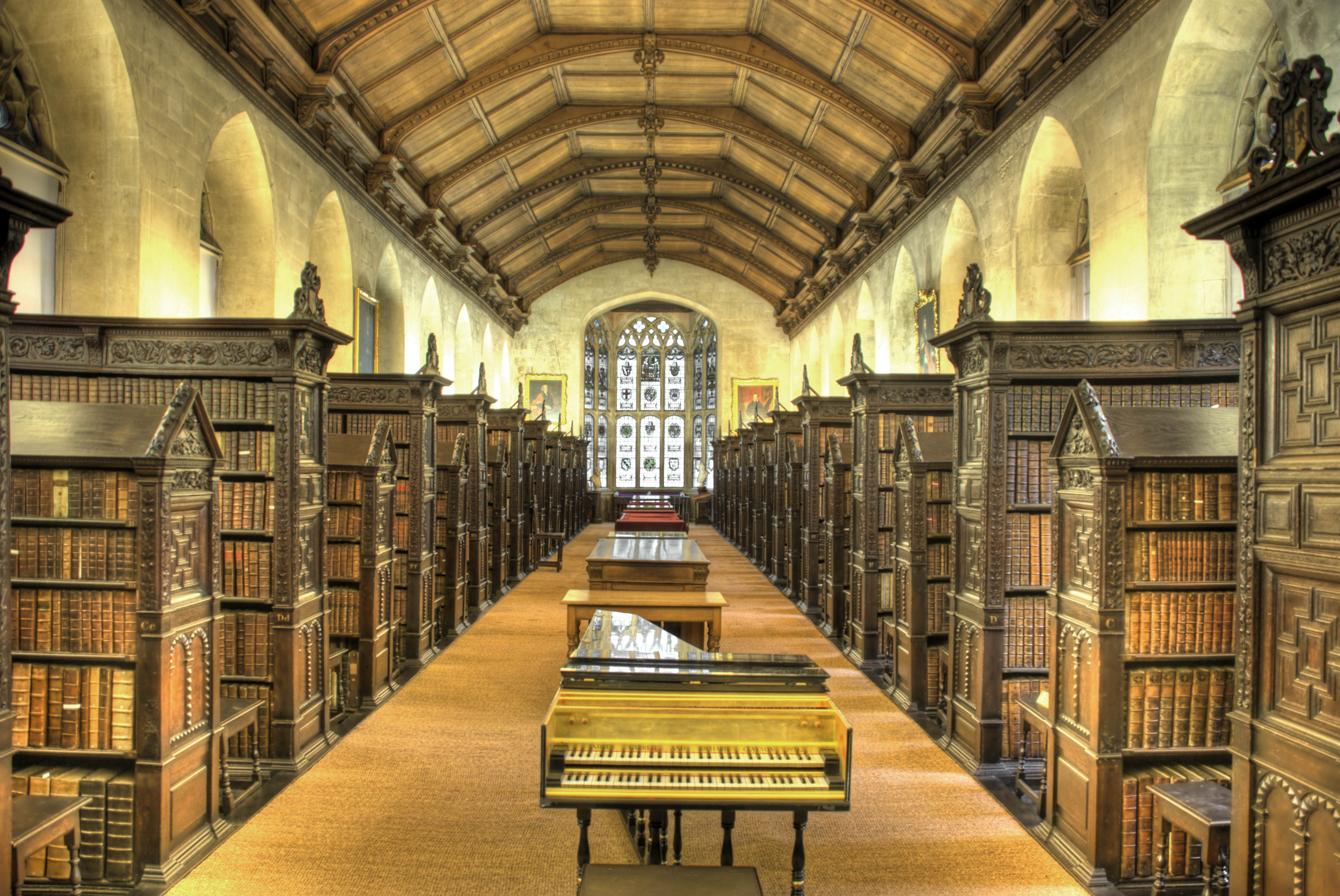 Wealthy Graduates Earn £8,000 More Than Poorer Ones, Report Reveals St Johns College Old Library interior