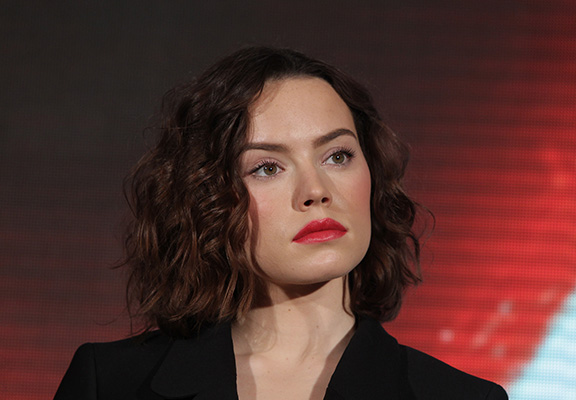 Daisy Ridley Shares Powerful Message About The Dangers Of Social Media daisy ridley web thumb