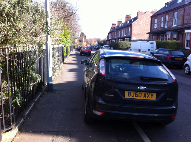 Heres A Warning For Anyone Who Parks Their Car On Pavement kerbpark2