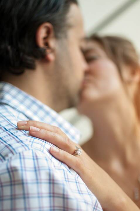 People Who Cheat On Their Partners Reveal What Makes Them Stray kissing couple 1149141 960 720