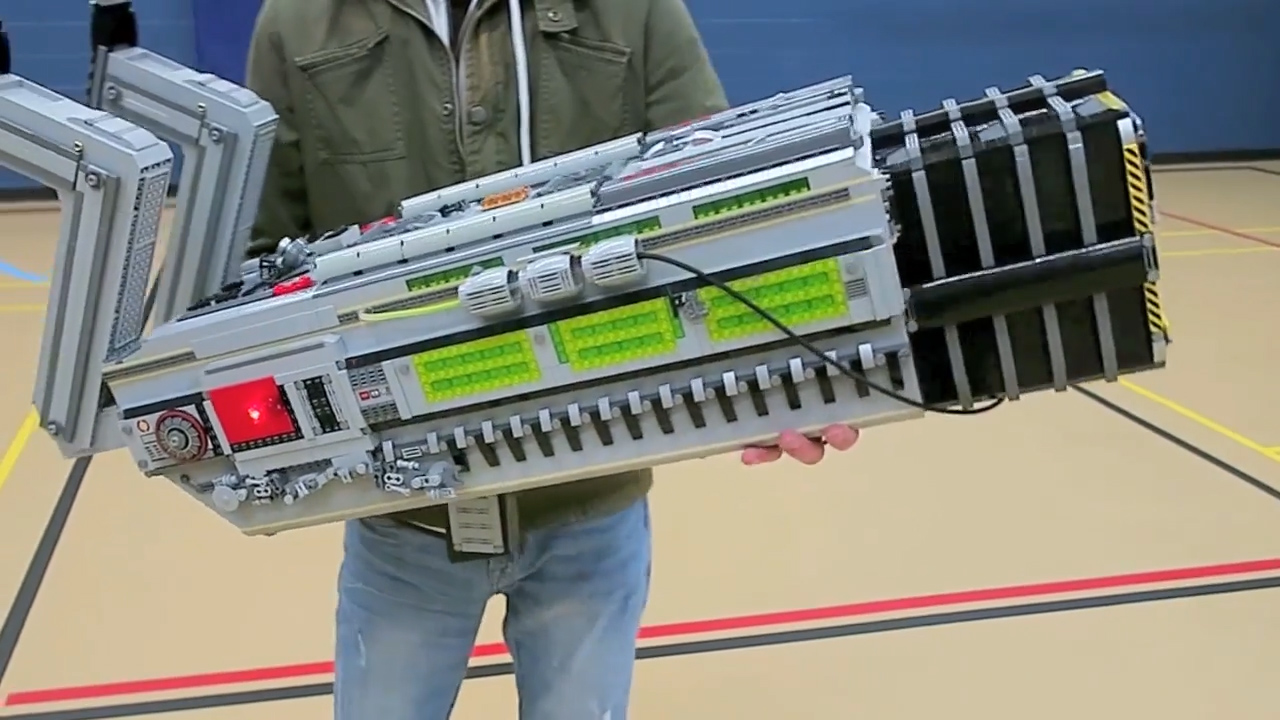 DOOMs Coolest Weapon Remade With A Ton Of LEGO Bricks n8jv3dweieifn3orh2l8
