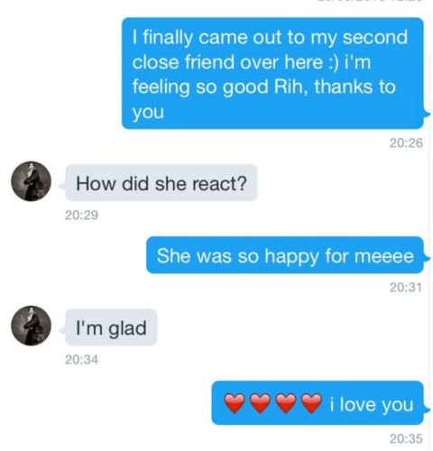 Rihanna Has Been Helping A Gay Fan Come Out To His Friends rih2
