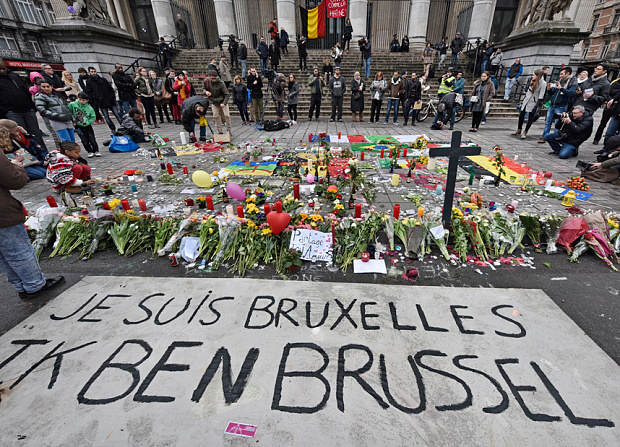 Brussels Attacks: Police Confirm Arrest Of Man In The Hat suspect5 1