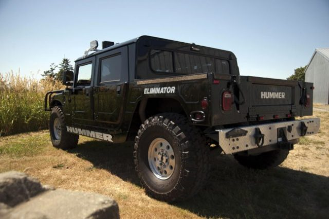 Tupacs Hummer Is Being Auctioned For Ridiculous Money 2231b18057273fb384797f430470d558 640x426