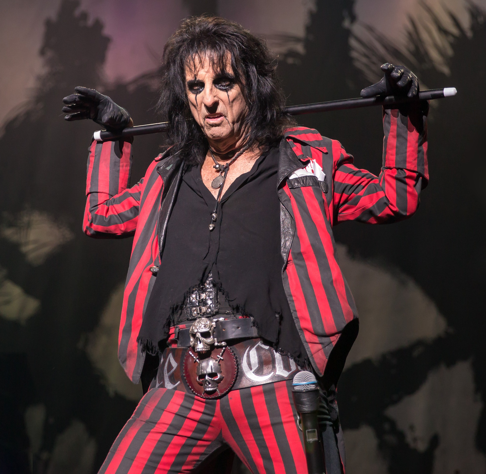 Rock Star Pisses Off Whole City With Werewolf Facebook Question Alice Cooper 2015