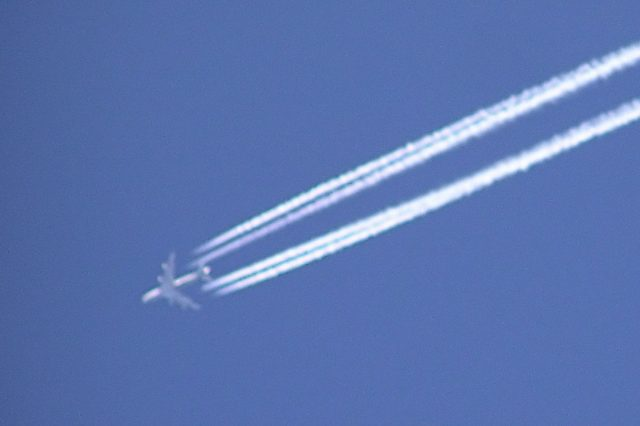 Strange Aircraft Stuns Onlookers After Leaving Weird Vapour Trail Contrail.bristol.four engined.arp  640x426