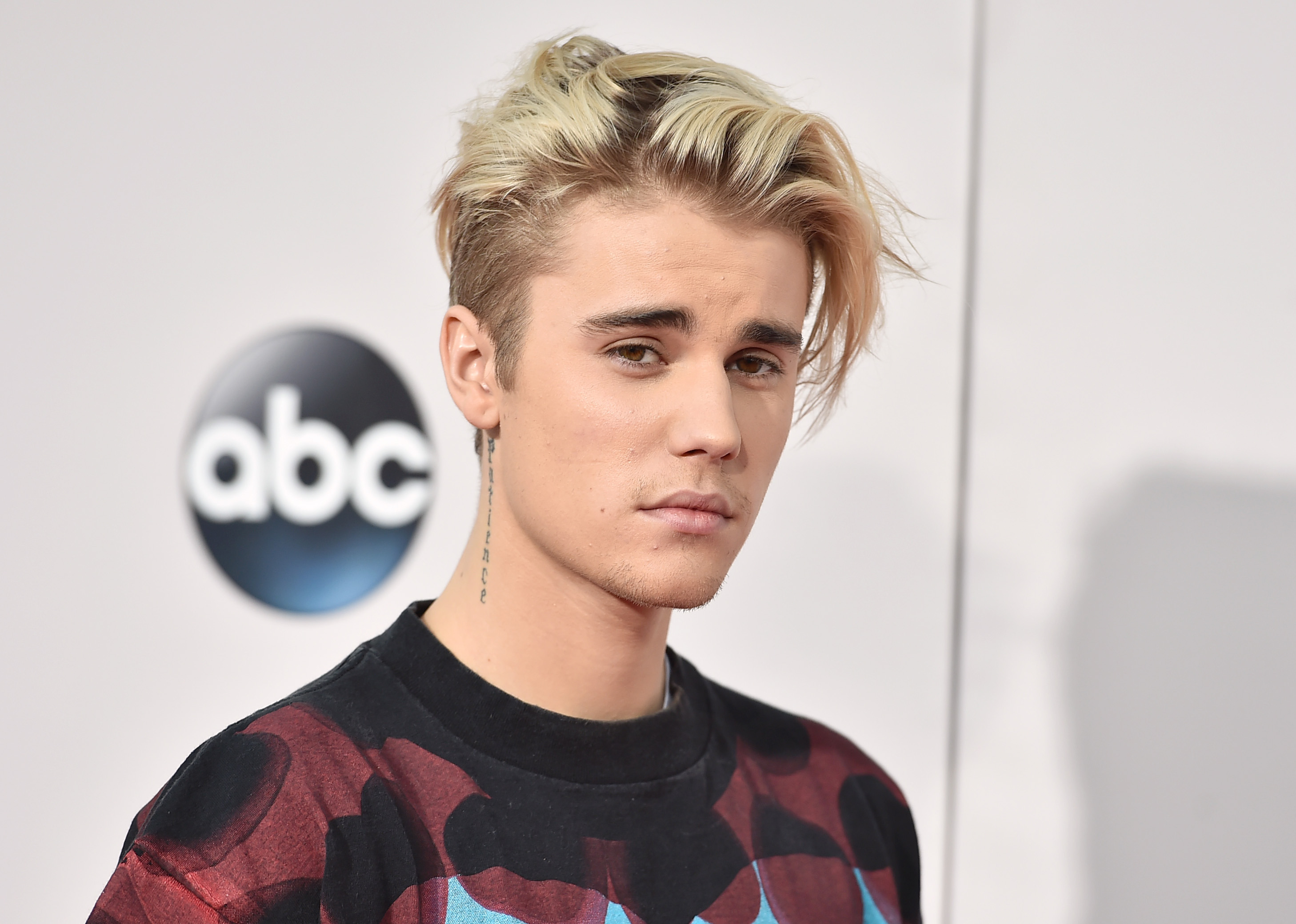 Bieber Sued For $100K For Being An Utter W*nker PA 25007081
