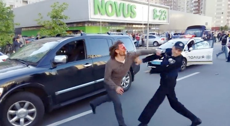 Former Wrestling Champ Fights Off Seven Police Officers In Epic Street Brawl ad 204518400