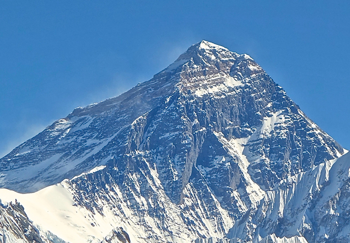 Woman Trying To Prove 'Vegans Can Do Anything' Tragically Dies Climbing Everest everest
