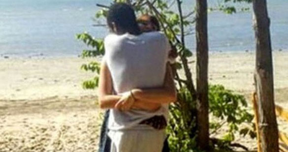 This Viral Photo Of Two People Hugging Is Driving The Internet Mad hug2