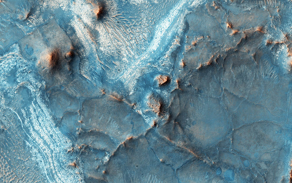 Incredible Photos Reveal That Parts Of Mars Arent Actually Red mars blue 1