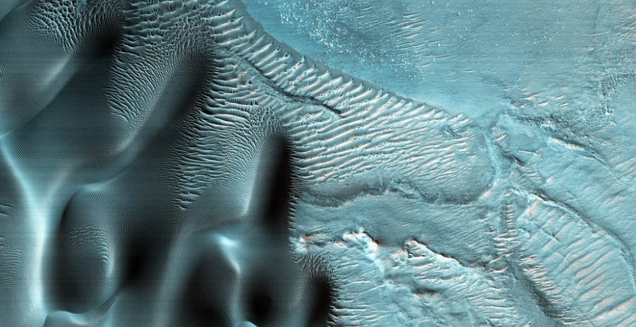 Incredible Photos Reveal That Parts Of Mars Arent Actually Red mars blue 4