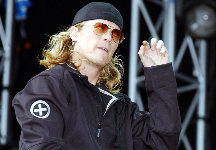 Video Shows Puddle Of Mudd Frontman Getting Arrested At Own Gig mudd1