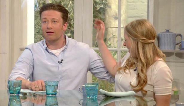 Jamie Oliver Makes Inappropriate Joke On Car Crash Saturday Kitchen Episode satkitch1