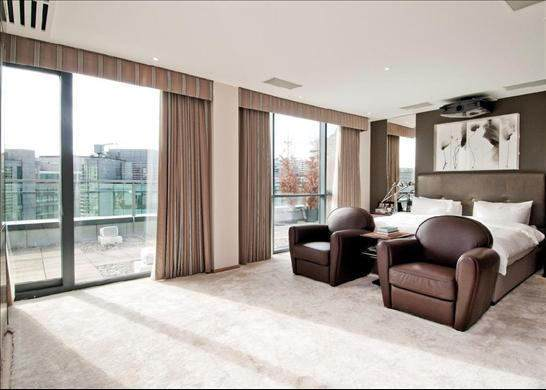 You Could Live In This £8m London Penthouse For Free spare room 3