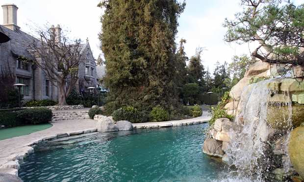 The Playboy Mansion Has Just Been Sold For A Ridiculous Amount 3000 1