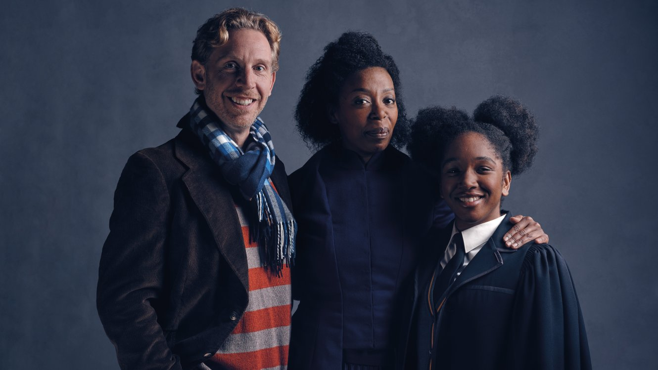 Cast Photos Of Ron And Hermione In New Harry Potter Now Revealed HP 20558 Weasley Granger FL