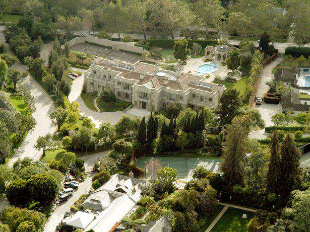 The Playboy Mansion Has Just Been Sold For A Ridiculous Amount Playboy Mansion 1