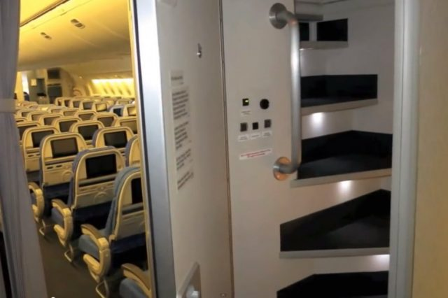 Revealed: The Secret Room On Airplanes Just For Flight Attendants S6azYuQ 640x426