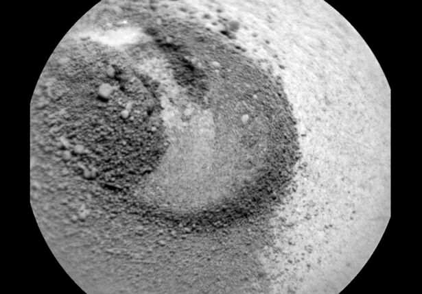 Something-is-moving-under-the-surface-of-Mars (1)