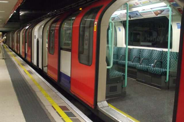 Waterloo_tube_station_Waterloo_&_City_line_Bank_train