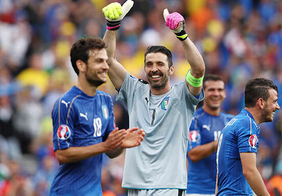 Italian TV Presenter Promises To Strip To Spur Team On At Euro 2016 buff1
