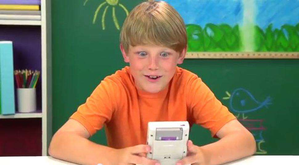 This Awesome Gadget Can Turn Your Phone Into A Game Boy gameboy2