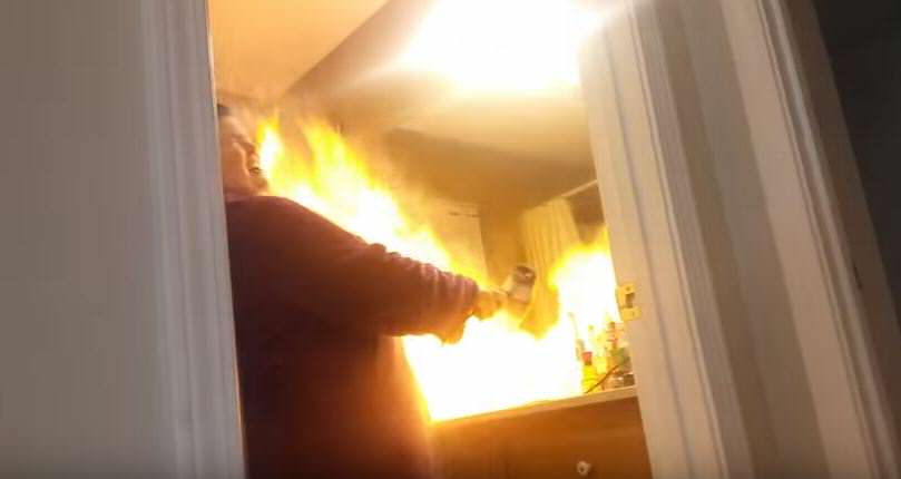 Man Pranks Wife With Talcum Powder Hairdryer, Goes Horribly Wrong hair 4
