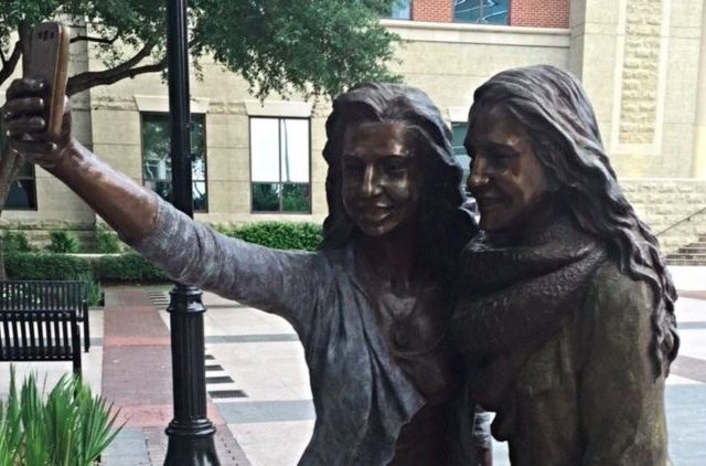 This City Put Up Most 2016 Statue Ever And People Are P*ssed screen shot 2016 06 01 at 11.02.26 810x422 640x422