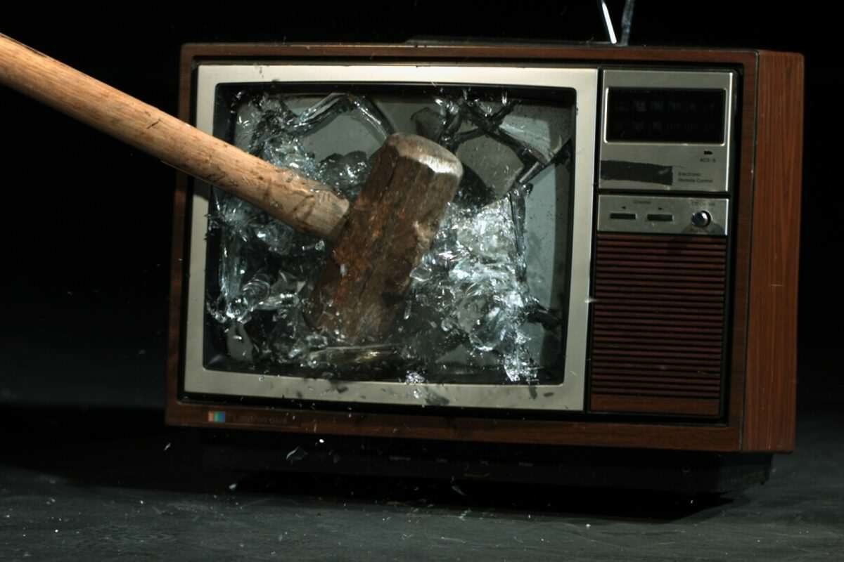 These Brilliant TV Shows Should Never Have Been Cancelled smashed tv 1 1 1200x800