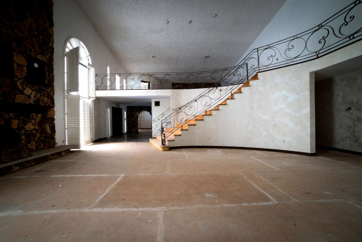 Mike Tysons Abandoned Ohio Mansion Is Spectacular, Take A Look Inside tyson11