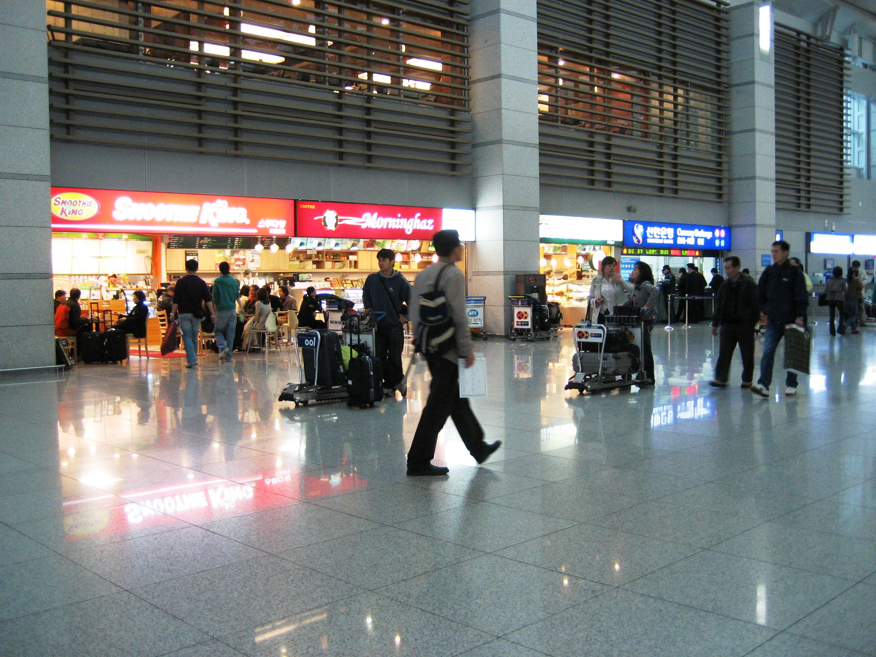 Korea-Incheon-International-Airport-Departure-lobby-shops-bank