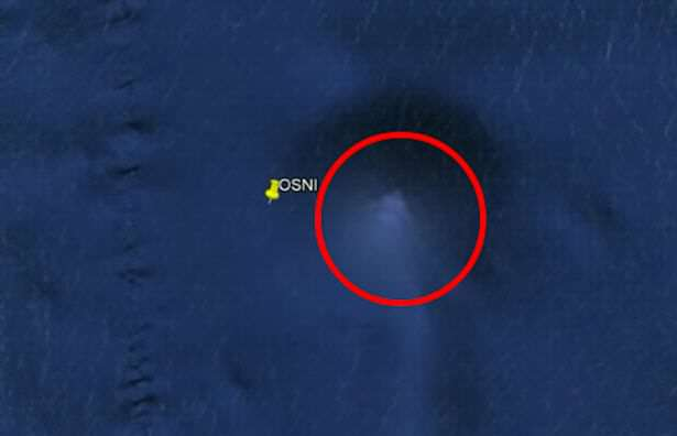 City Sized UFO Found On Bottom Of Pacific Ocean Mysterious giant pyramid spotted on the ocean floor