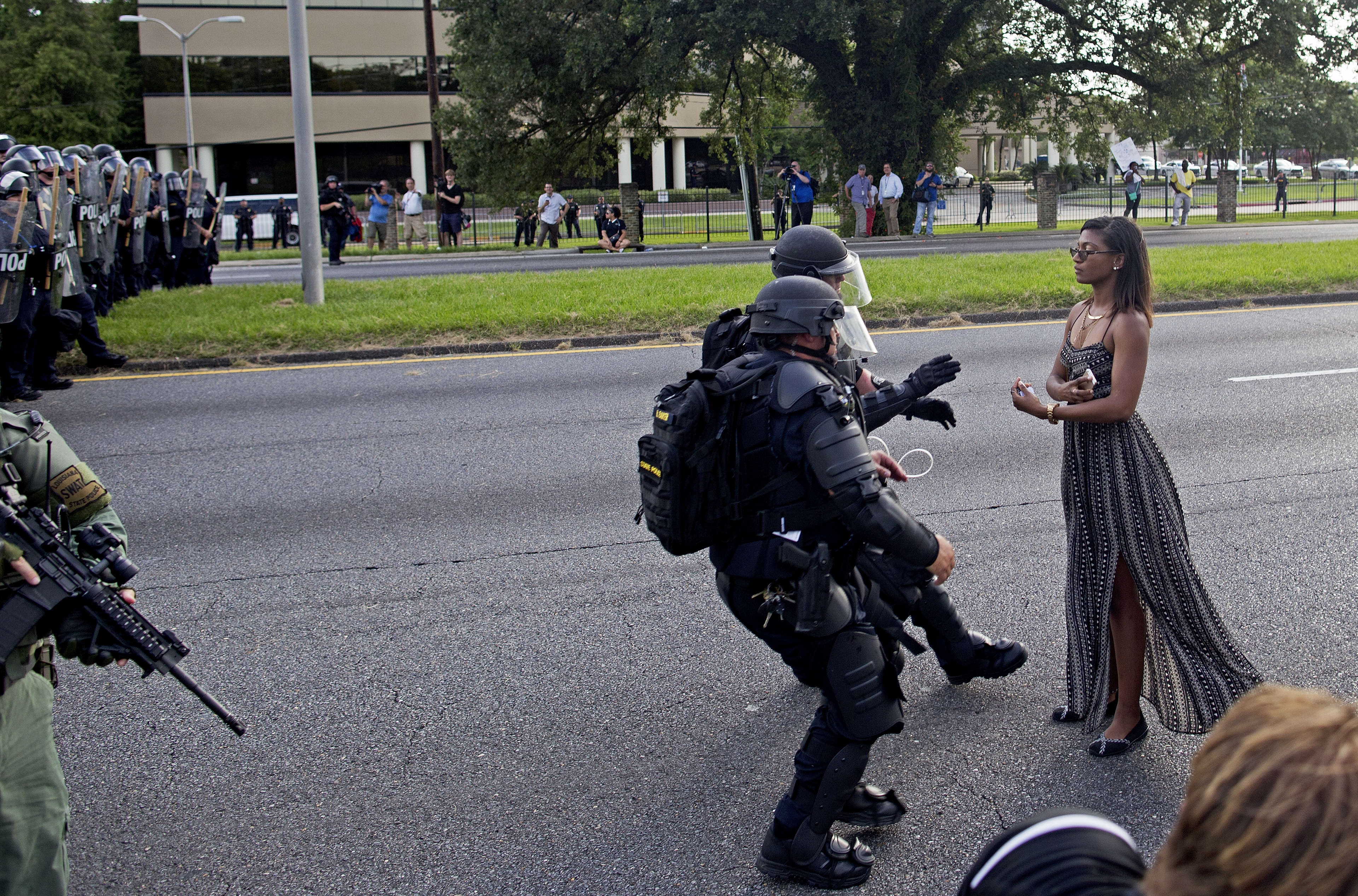 This Photo Of A Protester In Baton Rouge Is Making Everybody Think PA 28044969