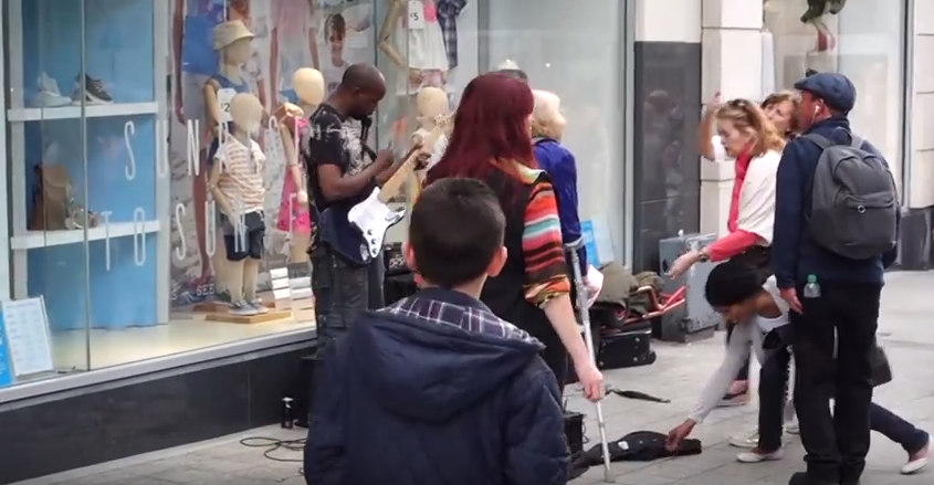 Brilliant Moment Crowd Shower Busker With Tips After Woman Kicks Off Screen Shot 2016 07 13 at 13.51.23