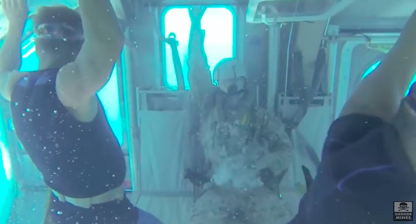 The Marines Underwater Helicopter Drill Looks F*cking Terrifying Screen Shot 2016 07 27 at 14.21.09