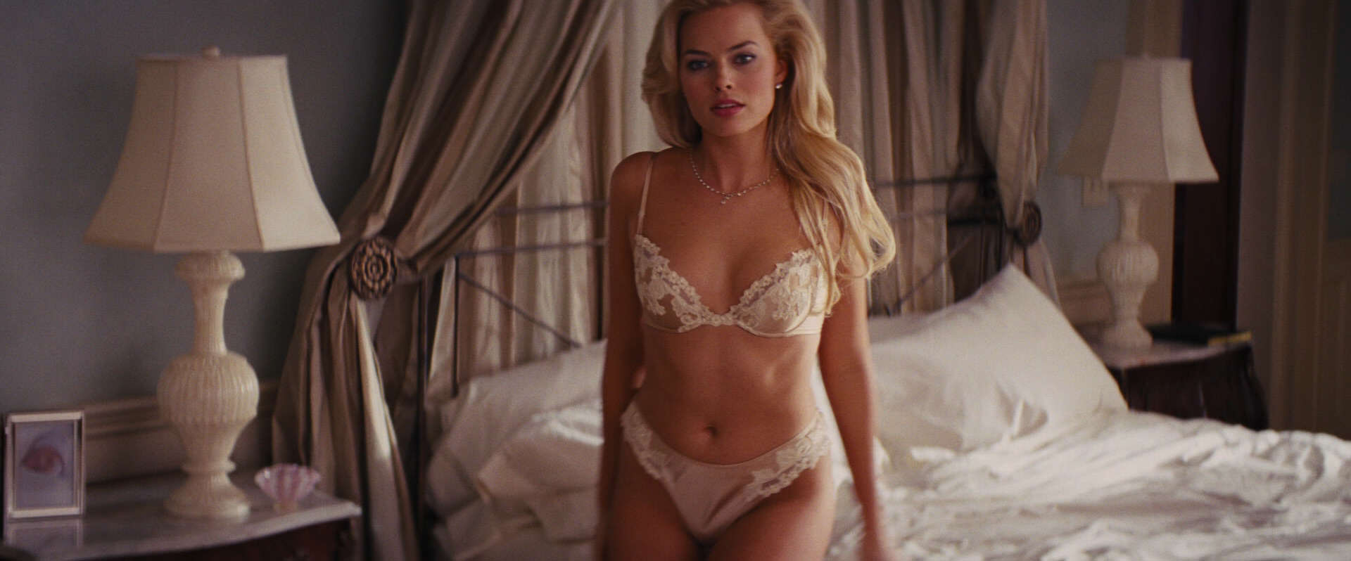 This Awkward Photo Of Teenage Margot Robbie Gives Hope To Us All The Wolf of Wall Street 0027