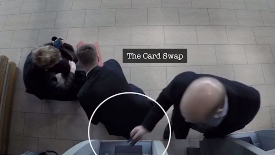 Video Shows How Thieves Are Stealing Your Money At Cash Machines nintchdbpict000253826364