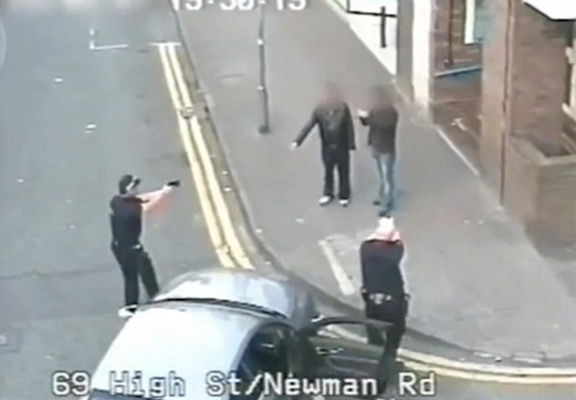 Footage Shows UK Police Deal With Armed Suspect Without Shooting Him police bb WEB 1