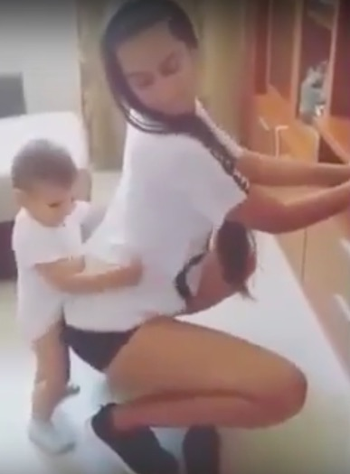 Video Of Woman Twerking With Toddler Is Seriously Dividing Opinion twerk1