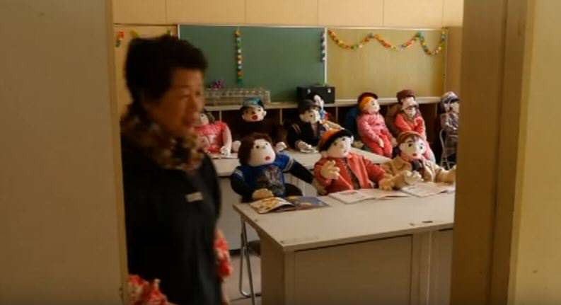 This Japanese Woman Is Replacing Dead Villagers With Creepy Dolls vil 7