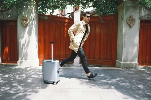 This Robotic Suitcase Will Follow You Around Autonomously 0480b2 76fa7fd2aac7490c8b3e4c8f1489a837 mv2 d 5760 3840 s 4 2 640x426