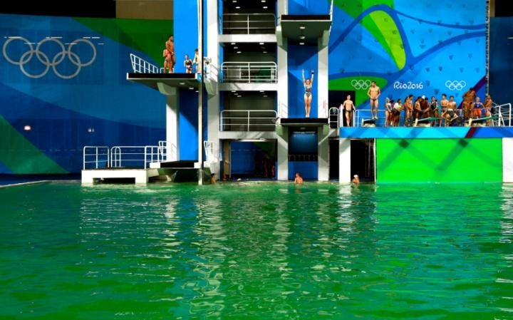 organisers finally reveal why the olympic swimming pool turned green 105295747 rio de janeiro brazil august
