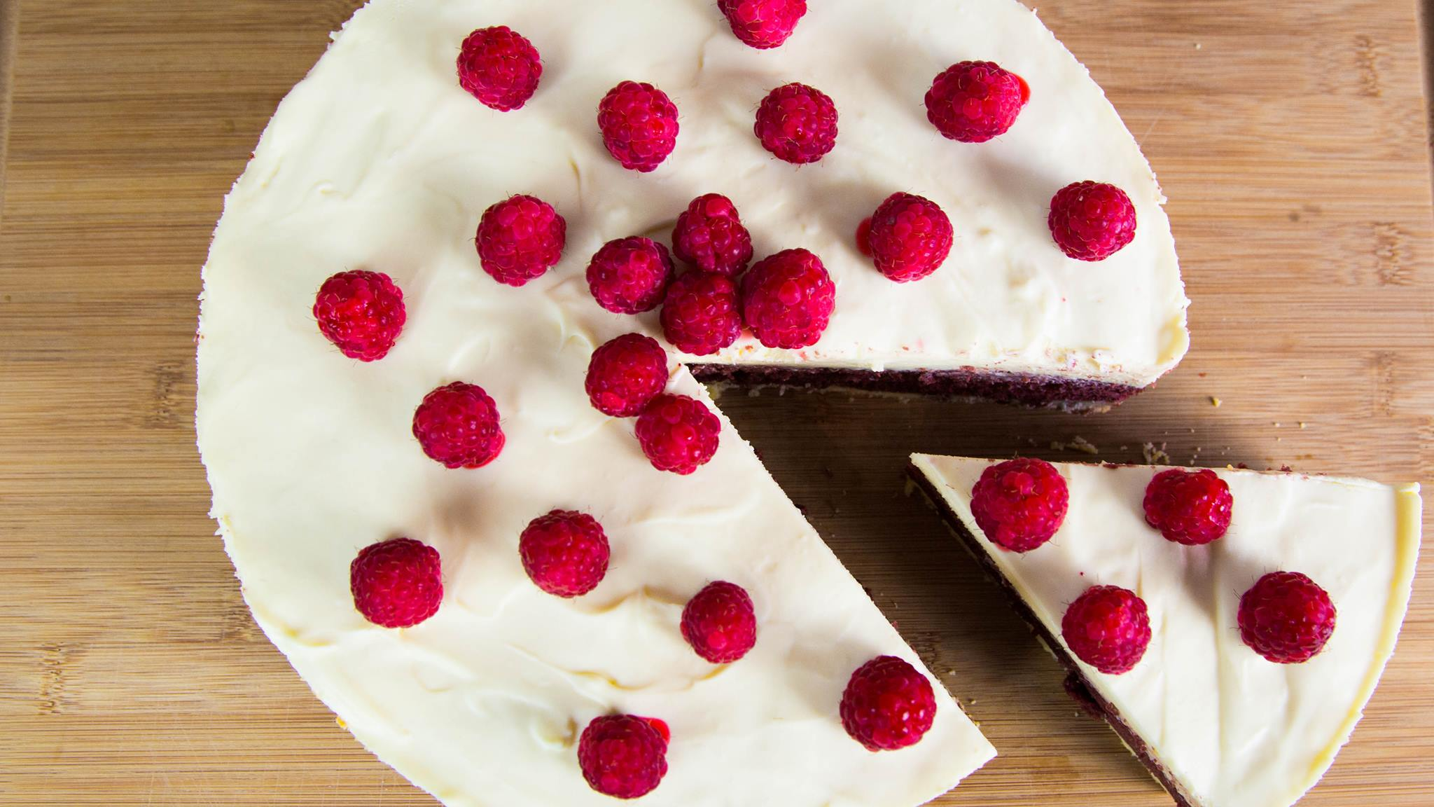 Heres How To Make Red Velvet And White Chocolate Cookie Cake 14074370 10208869642515988 1837609408 o