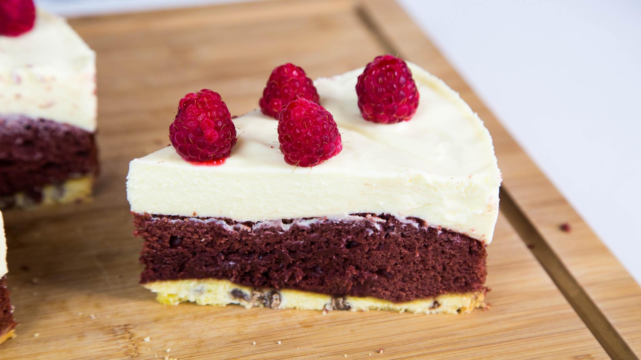 Heres How To Make Red Velvet And White Chocolate Cookie Cake 14139239 10208869642475987 1311936533 o