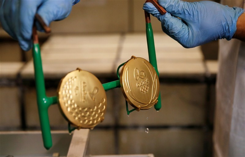 This Is How Much Olympic Gold Medals Are Actually Worth 1467191380 worker casa da moeda do brasil brazilian mint takes out gold plated rio 2016 olympic